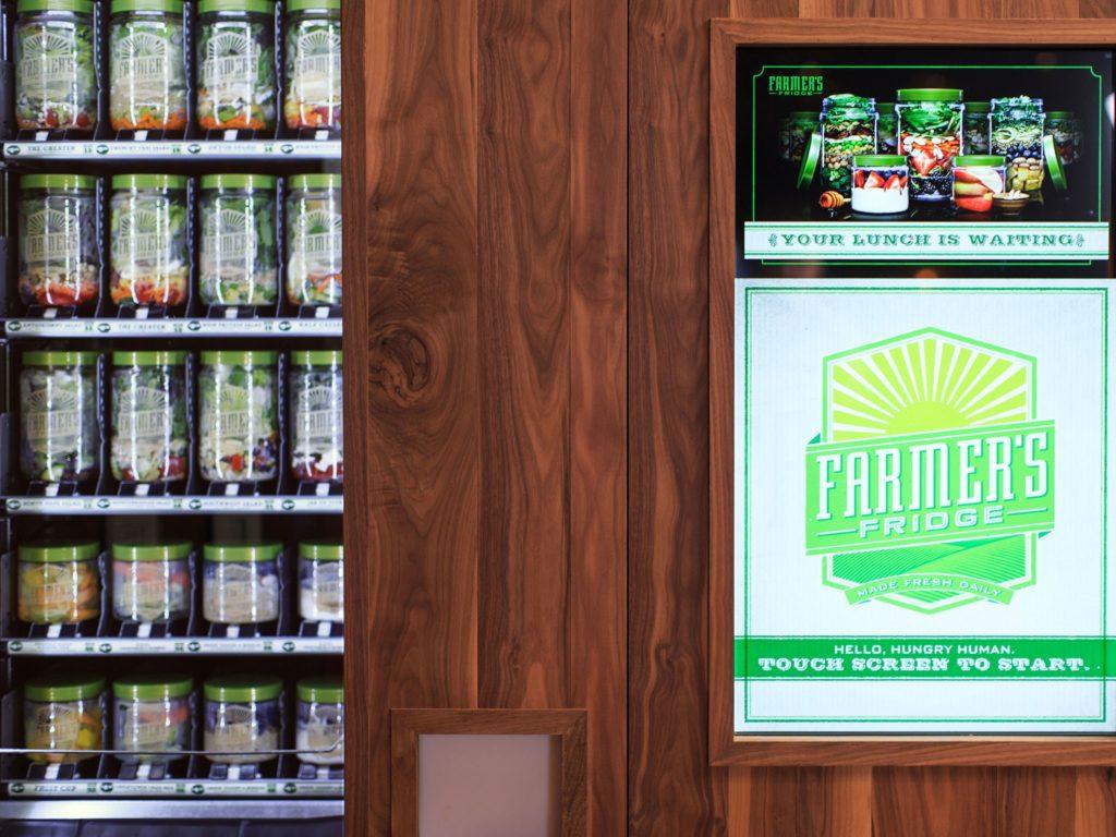 Vending machines vendem produtos diversos