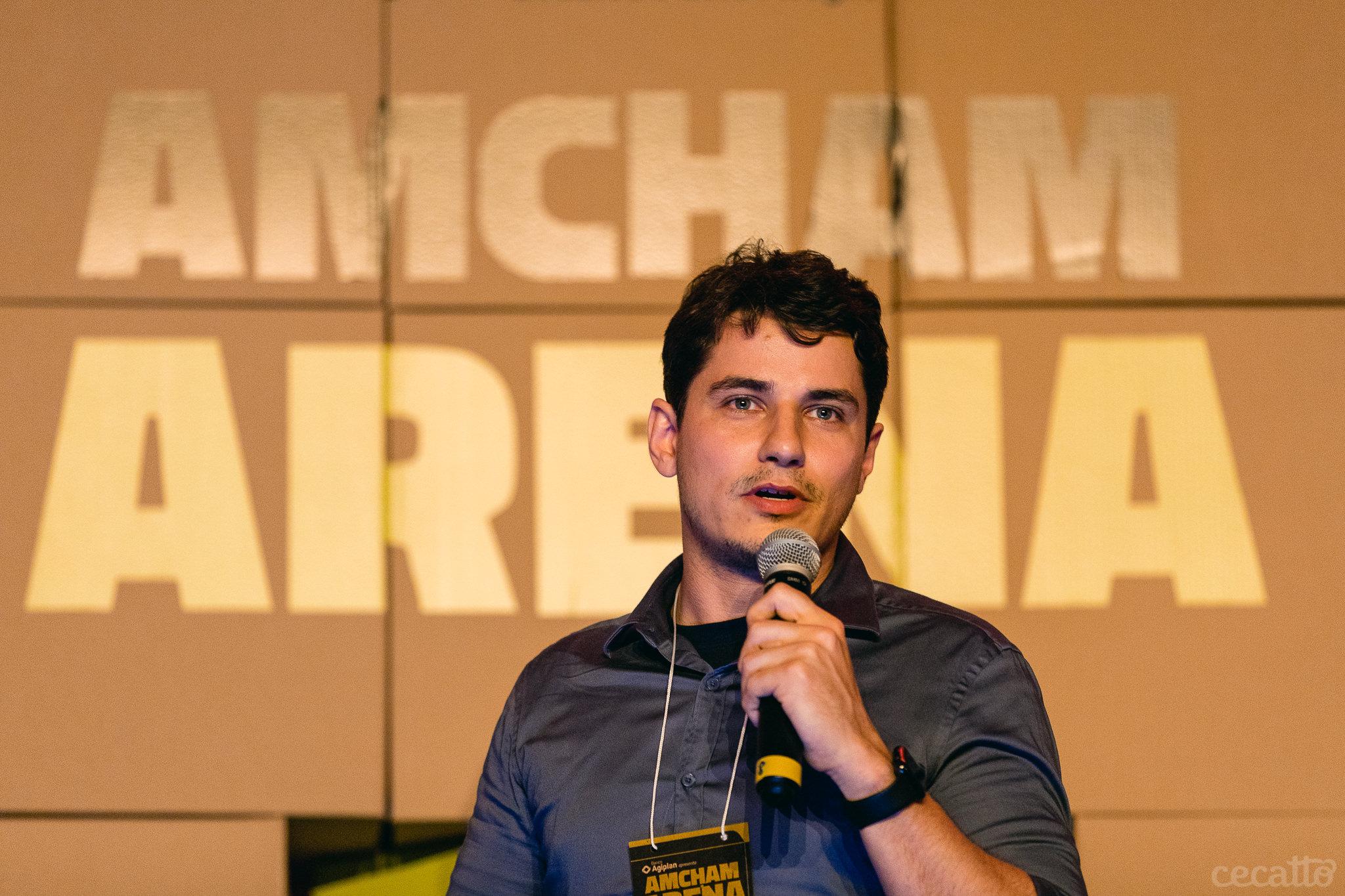 Gabriel Engel, CEO da Rocket.Chat fala aos jurados do Amcham Arena | Foto: Giuliano Cecatto