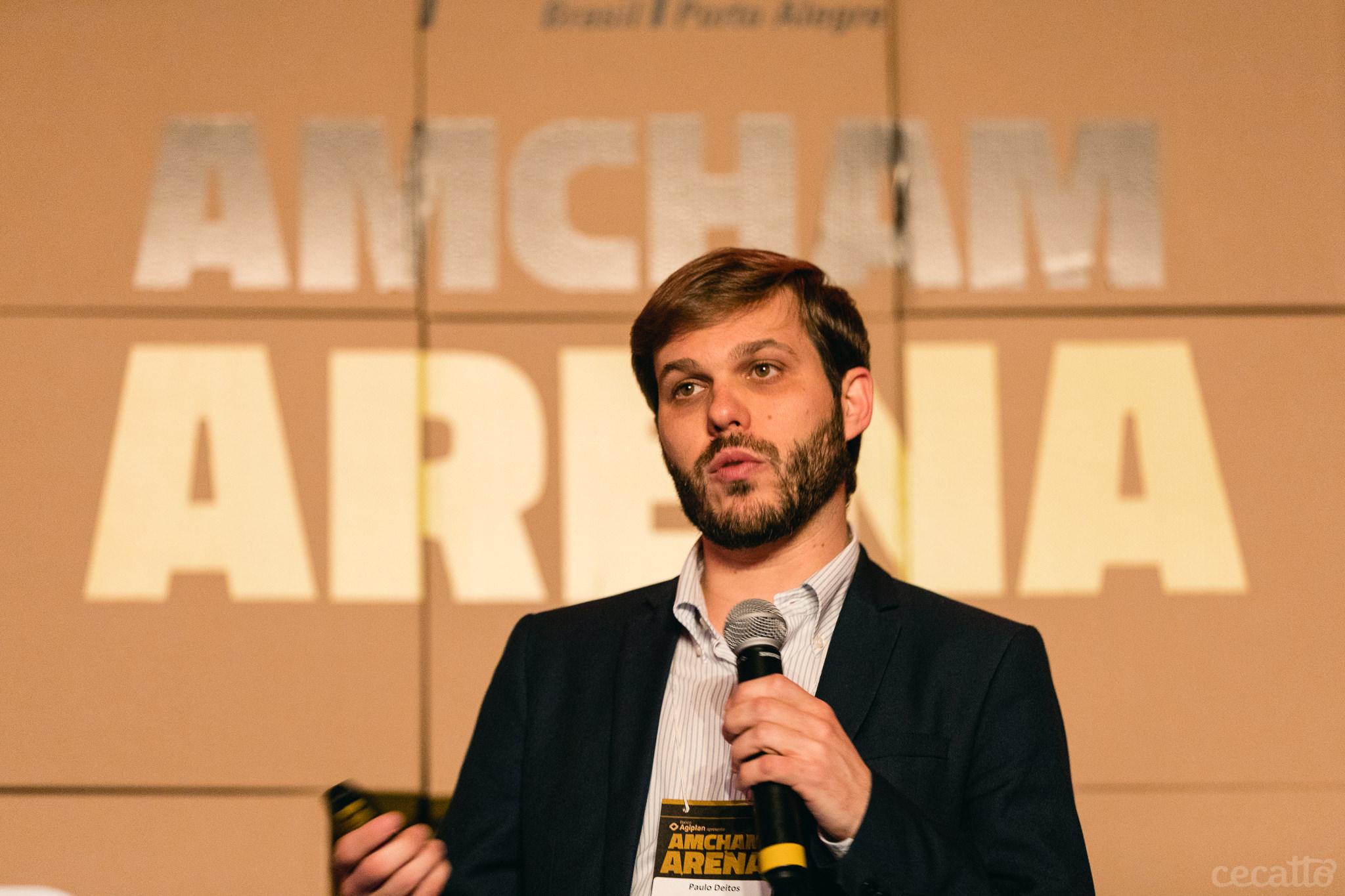 Paulo Deitos Filho, sócio da Urbe.me apresenta sua startup para os jurados do Amcham Arena | Foto: Giuliano Cecatto