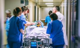 Hospital é condenado após paciente ser filmado durante emergência